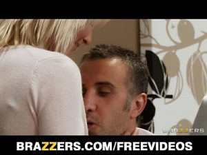7 Min Xcums Stunning Busty Bombshell Lexi Swallow Seduces Her Boss Brazzers .com